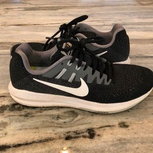 Nike zoom structure running shoes
